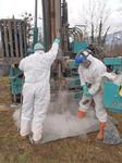 Probeentnahme im kontaminierten Bereich auf der Deponie