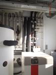 Wärmepumpe zum Heizen und Kühlen des Gebäudes